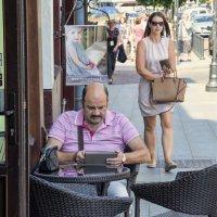 Раньше читали газету....... :: Kliwo