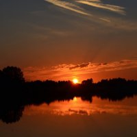 Утомленный закат засыпал над рекой... :: Ольга Русанова (olg-rusanowa2010)