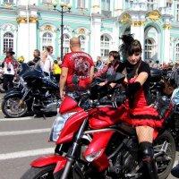 Леди в красном :: Вера Моисеева