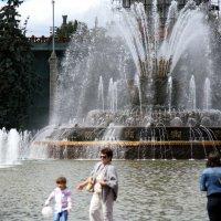 летняя радость-фонтан Каменный цветок :: Олег Лукьянов