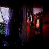 На 3-х метровой кухне пол-ночный разговор. :: Alexander Andronik