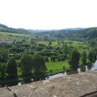 Живописный вид на долину реки Сазавы. Иногда Чешский Штернберг называют «жемчужиной Сазавской долины :: Елена Павлова (Смолова)