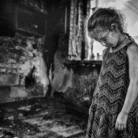 Сгорел до тла тот бедный дом, сгорело всё, что было в нём :: Ирина Данилова