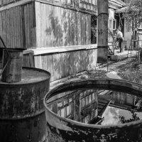 Сливная бочка хранит отражения былого :: Ирина Данилова