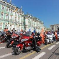 Harley Davidson на Дворцовой :: Вера Моисеева