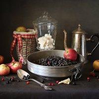 Яблоки и черноплодка :: Карачкова Татьяна