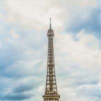 Эйфелева  башня :: Александр .