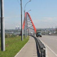 Мост на фоне панорамы города :: Наталья Золотых-Сибирская