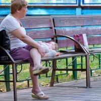 Городские зарисовки. Современники и современницы. Дети. :: Геннадий Александрович