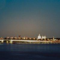 Ночной Петербург, набережная (пленочное фото) :: Евгений Дмитриев