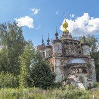 село Комары,реставрация церкви :: Сергей Цветков