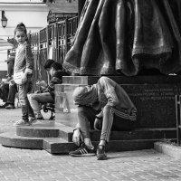 У памятника :: Александр Степовой