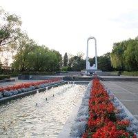 Ривьера -вид на памятник Сочинским медикам :: valeriy khlopunov