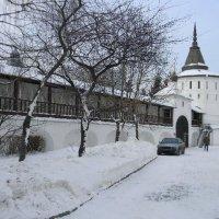Вдоль монастырской стены :: Борис Александрович Яковлев