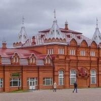 Здание бывших Торговых рядов на Красногорской площади в Сергиевом Посаде. :: Юлия Бабитко