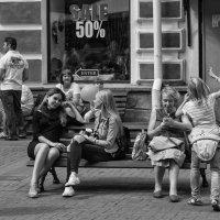 На городской улице # 4 :: Александр Степовой