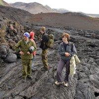 Привал перед восхождением к кратеру Толбачика. :: Юрий Приходько