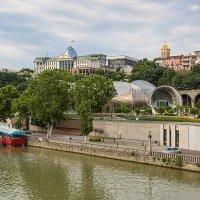 Грузия Тбилиси Вид на президентский дворец :: Вячеслав Шувалов