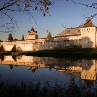 Стены Борисоглебского кремля :: Михаил Власов
