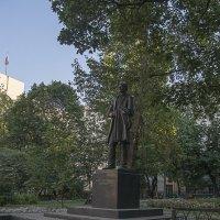 Памятник Бунину. :: Яков Реймер