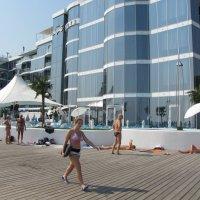 Пляж у отеля :: Александр Скамо