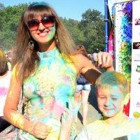 На фестивале красок в Шахтах :: Владимир Болдырев