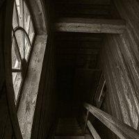 Спускаясь с колокольни в Кижах. :: Владимир Питерский