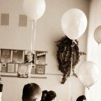 Воздушные шарики детства еще в наших руках, но шаги к взрослению уже сделаны :: DirtyIris