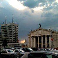 драмтеатр и главпочтамп на площади Ленина в Гомеле :: Александр Прокудин