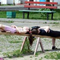 сиеста на детской площадке :: Александр Прокудин