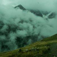 Облака на вершинах гор :: Zifa Dimitrieva