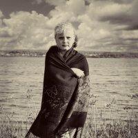 Девочка на берегу озера. :: Александр Синчуков