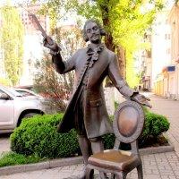 Памятник парикмахеру :: Нина Бутко