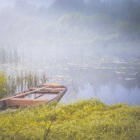 Одинокая лодка :: Сергей Смирнов