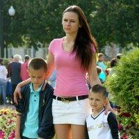 цветы как дети,детки как цветочки :: Олег Лукьянов