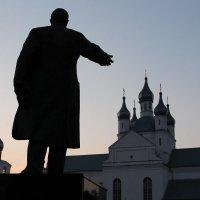 Церковь и Ленин :: Veronika Gug