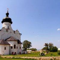Территория монастыря :: Наталья Серегина