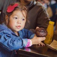Первый раз в детский сад. Задумалась о жизни. :: Анастасия Безуглая
