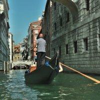 В улочках Венеции :: Юрий Воронов