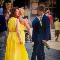 Девушка в жолтом платье. :: Евгений Мокин
