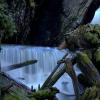 Водопад на турбазе Эстюба :: Геннадий Мельников