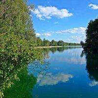 То ли небо в озера упало,   То ли озеро в небе плывет... :: Galina Dzubina