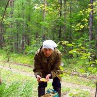 Любительница собирать грибы,а ей самой уж - 83 ! :: Александр Попов