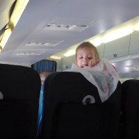 Маленькая девочка в самолёте :: Владимир Ростовский