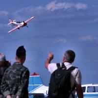 Вот так полетами с земли руководят... :)) :: Александр Резуненко