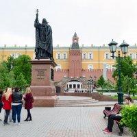 У стены Кремля :: Константин Бобинский
