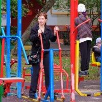 А. у нас во дворе... вчера. :: Геннадий Александрович