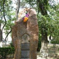 Памятник в Феодосии :: Вера Щукина