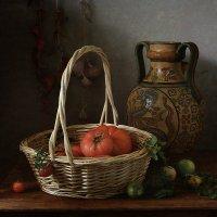 Корзина с помидорами :: Татьяна Карачкова
