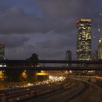 ...За ночь ровно на этаж вырастает город наш, Раньше всех к нам приходит рассвет. :: Larisa